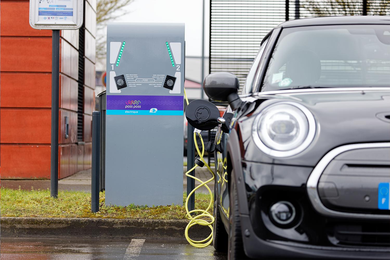 Borne de recharge électrique pour voiture à Valenciennes